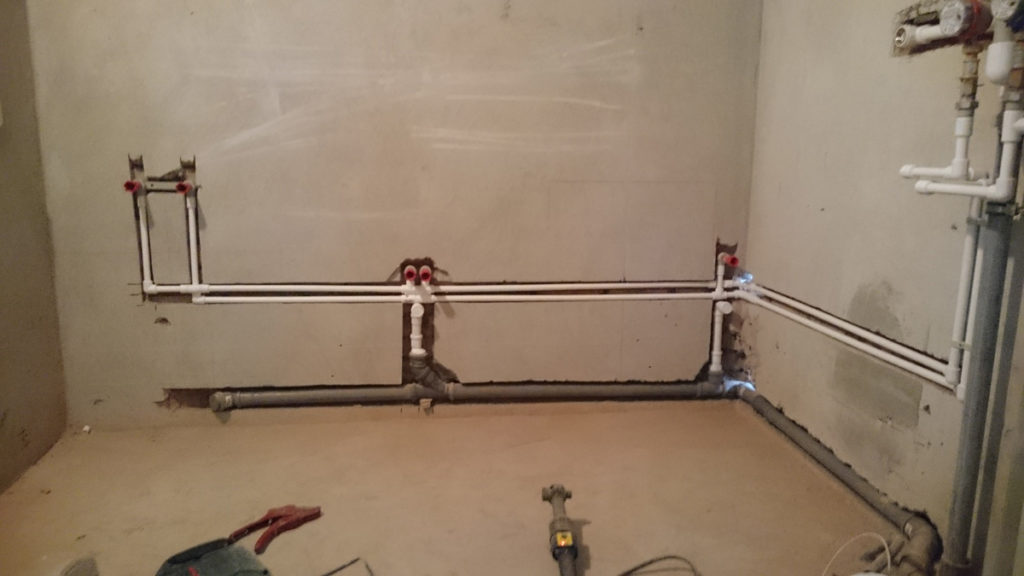Четвертый этап в ремонте квартиры – правильная разводка сантехнических изделий и электрики, стяжка пола
