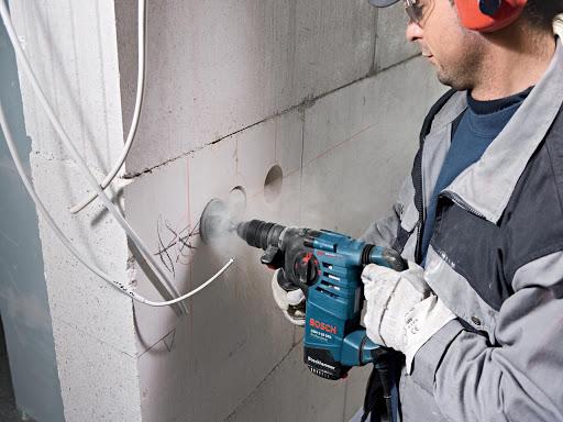 Штробление стен под прокладку электропроводки